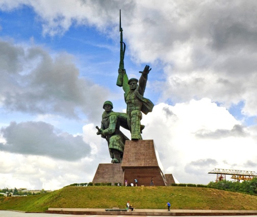 Звание Город-герой Севастополь, памятник матрос и солдат