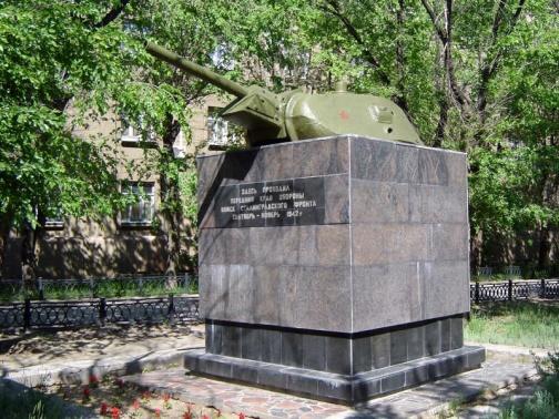 «Линия обороны Сталинграда» — памятник из 17 башен танков Т-34.