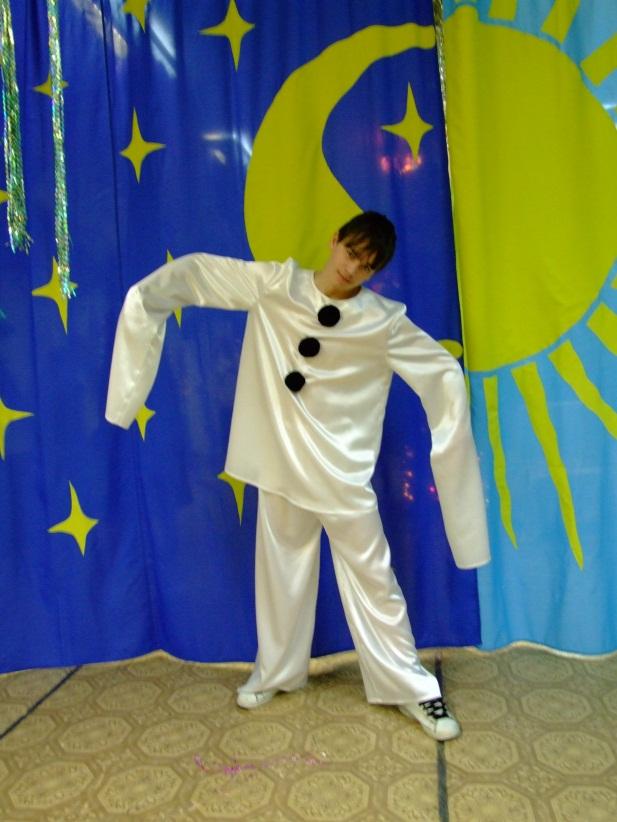 D:\Доки Аленки\Фотоальбом\Конкурс\Карнавальные костюмы для конкурса\DSCF1336.JPG