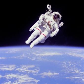 http://d1jqu7g1y74ds1.cloudfront.net/wp-content/uploads/2009/10/329101_com_astronaut.jpg