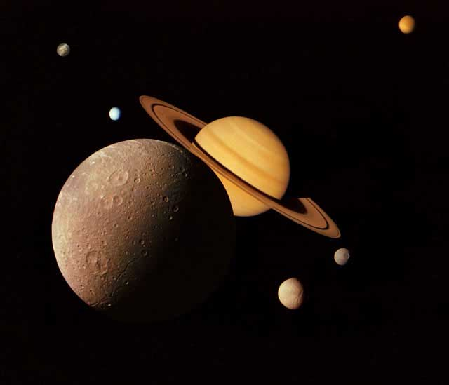 http://spaceplace.nasa.gov/voyager-to-planets/sp/saturn_montage-lrg.sp.jpg