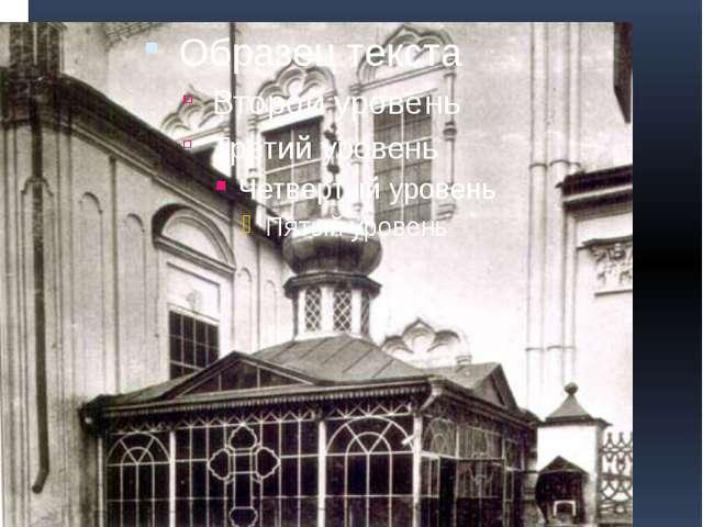 Внешний вид часовни-сени на месте захоронения преподобного Серафима