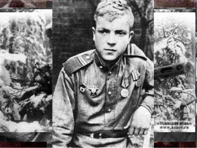 Ленинградские мальчишки и девчонки создавали тимуровские команды и помогали в...