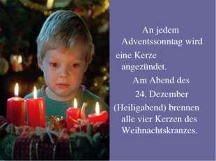 An jedem Adventssonntag wird eine Kerze angezündet. Am Abend des 24. Dezembe
