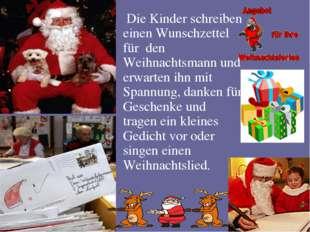 Die Kinder schreiben einen Wunschzettel für den Weihnachtsmann und erwarten