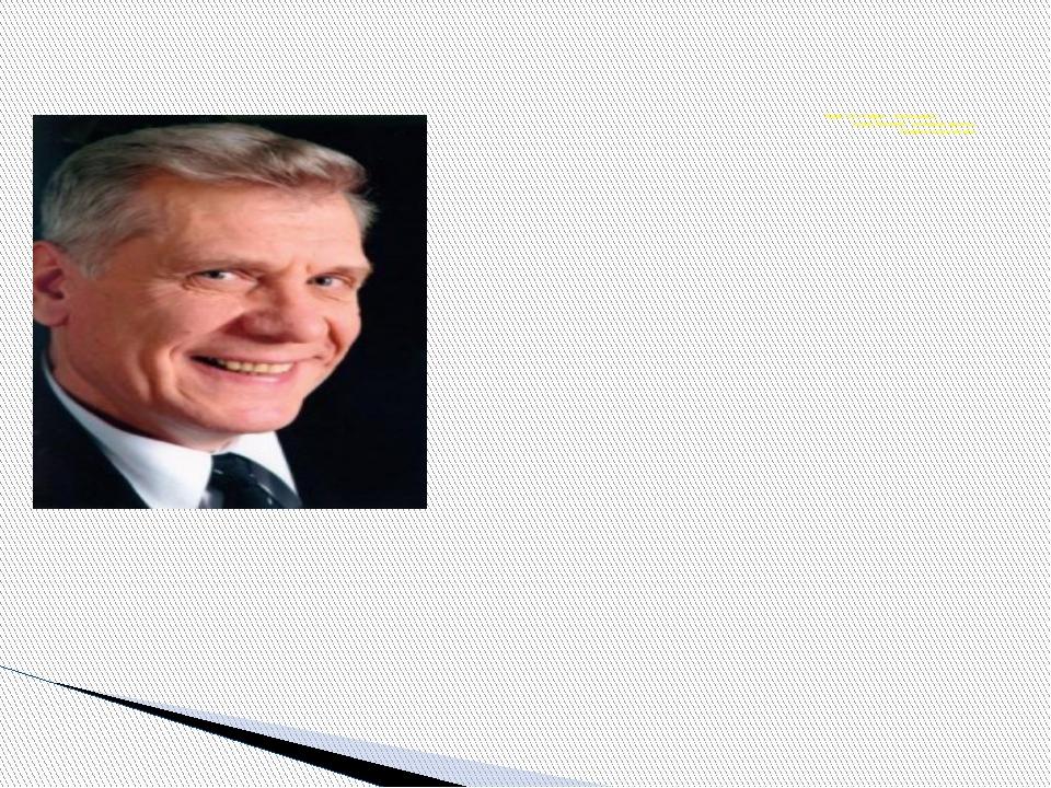 Нуриәхмәт Сафин — Татарстанның халык, Россиянең атказанган артисты, Г.Кариев...