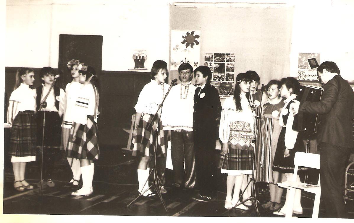 C:\Documents and Settings\8\Рабочий стол\для НПК-2014\проект о школьных династиях\Кайгородов\1988год.jpeg