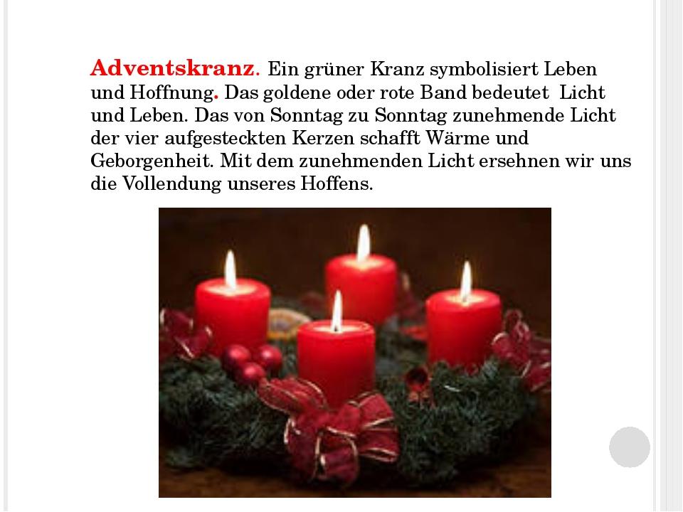 Adventskranz. Ein grüner Kranz symbolisiert Leben und Hoffnung. Das goldene o...