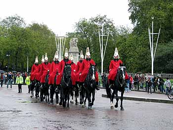 http://www.edemvlondon.ru/userfiles/image/pages/free_london/royal_guard2.jpg