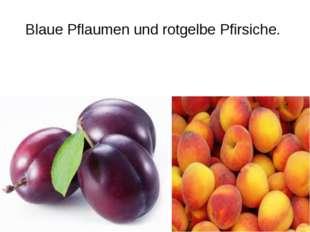 Blaue Pflaumen und rotgelbe Pfirsiche.