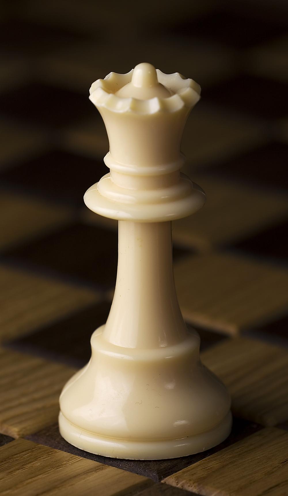 Chess_piece_-_White_queen.jpg
