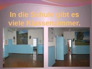 In die Schule gibt es viele Klassenzimmer.