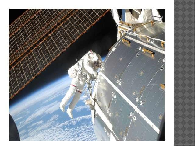 Выход в открытый космос для выполнения ряда экспериментов: замена солнечных...