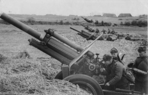 Батарея советских 122-мм гаубиц M-30 ведет огонь по Берлину 2 - фото Военный альбом 1939, 1940, 1941-1945
