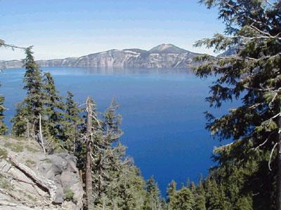 42,9° с. ш., 122,1° з. д., 2471 м над у. м. Кратер-Лейк в штате Орегон (США)