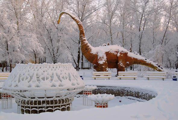 C:\Users\юра\Desktop\проекты\Лиски\динозавр в парке.png