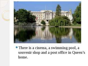 There is a cinema, a swimming pool, a souvenir shop and a post office in Que