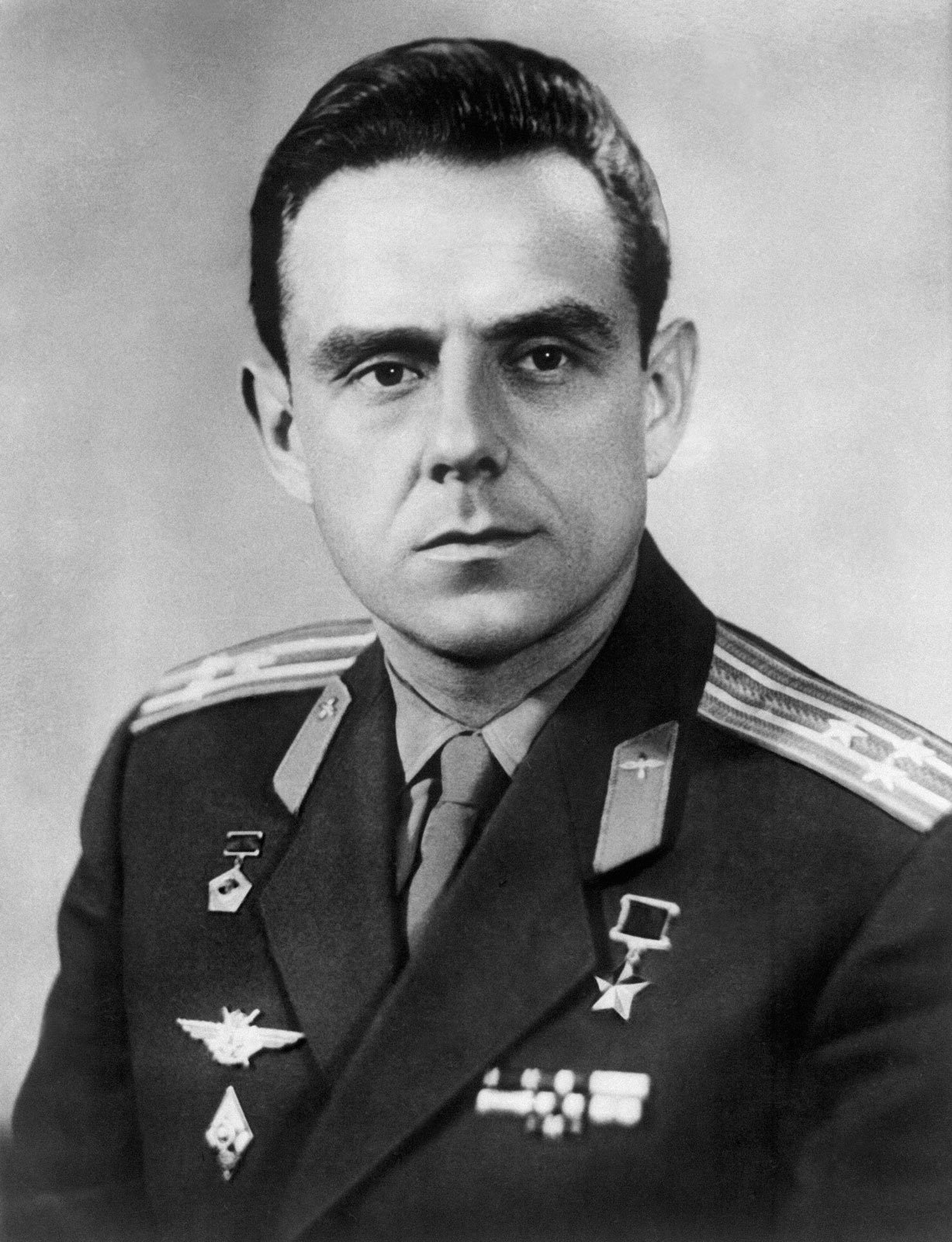 http://topwar.ru/uploads/posts/2012-05/1336220849_Vladimir-Komarov-theginpalace.com-2.jpg