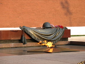 300px-Tomb_of_the_Unknown_Soldier_in_Alexander_Garden-2[1]