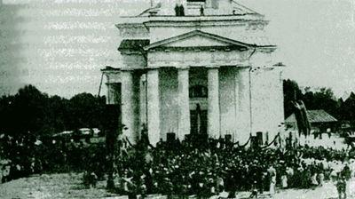 Молебен перед отправкой новобранцев из Саратова