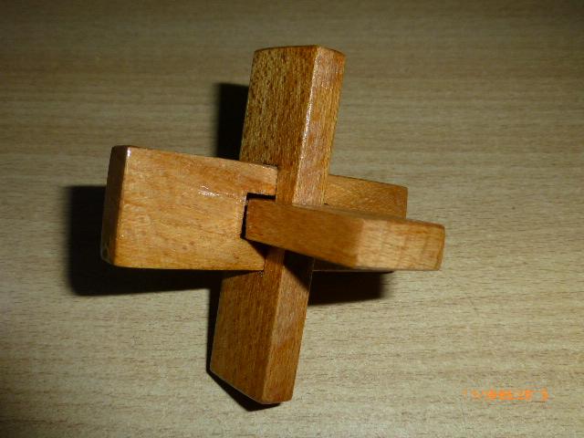 F:\Мои документы\Школа\Уроки\технология\МОЁ мастерские фото\Головоломка крест ООС\P1030425.JPG