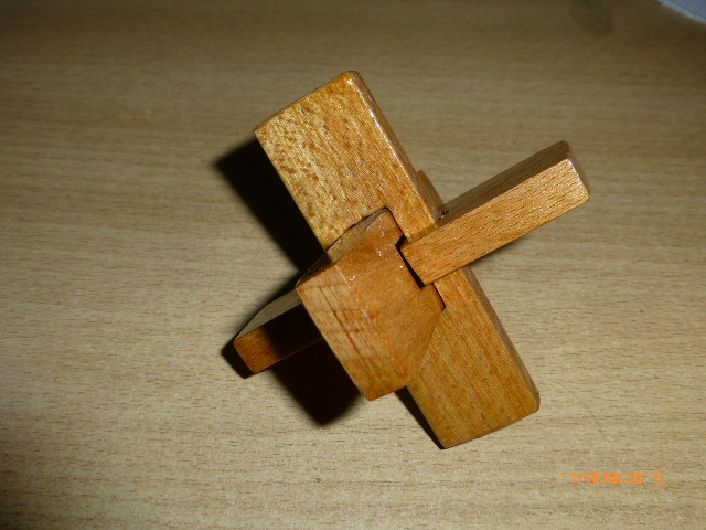 F:\Мои документы\Школа\Уроки\технология\Технология мальч\МОЁ мастерские фото\Головоломка крест ООС\P1030424.JPG
