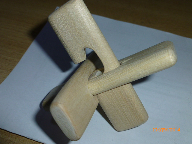 F:\Мои документы\Школа\Уроки\технология\Технология мальч\МОЁ мастерские фото\Головоломка крест ООС\P1030391.JPG