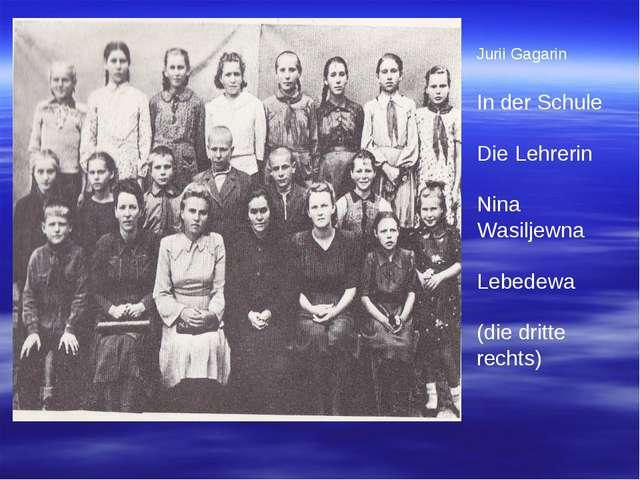 Jurii Gagarin In der Schule Die Lehrerin Nina Wasiljewna Lebedewa (die dritte...