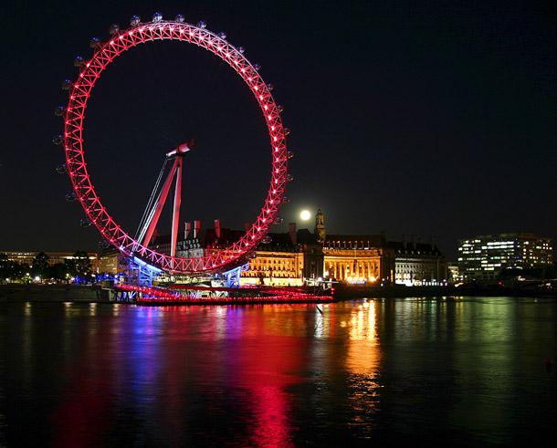 http://freesmi.by/wp-content/uploads/2012/07/London-Eye-at-night.jpg