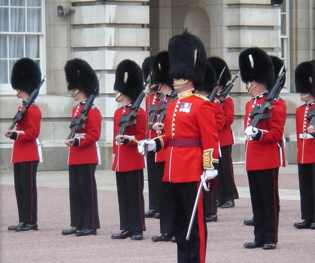 http://london-walk.ru/images/Queens_guard-6.jpg