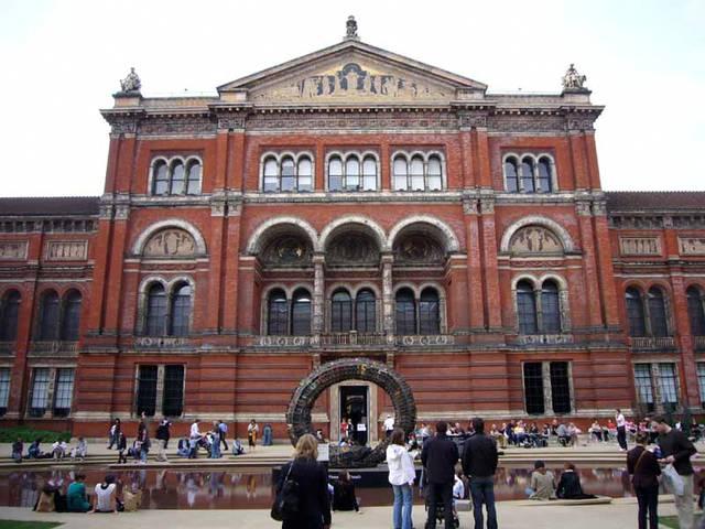 http://cdn1.stbm.it/zingarate/gallery/foto/Londra/una-settimana-a-londra/victoria-albert-museum.jpeg?-3600
