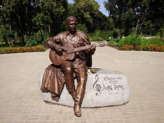 слушать все песни про журавлей - стихи Расула Гамзатова ..про белых журавлей.