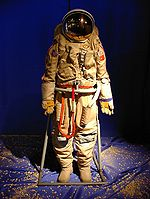 https://upload.wikimedia.org/wikipedia/commons/thumb/5/58/Russian_space_suit_3.jpg/150px-Russian_space_suit_3.jpg