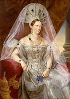 https://upload.wikimedia.org/wikipedia/commons/thumb/9/98/Alexandra_Fedorovna_in_white_Russian_dress_%281830s%2C_Kruger%2C_GIM%29_2.jpg/141px-Alexandra_Fedorovna_in_white_Russian_dress_%281830s%2C_Kruger%2C_GIM%29_2.jpg