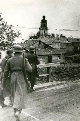 Немецкие части вступают в Вязьму. Смоленская область.