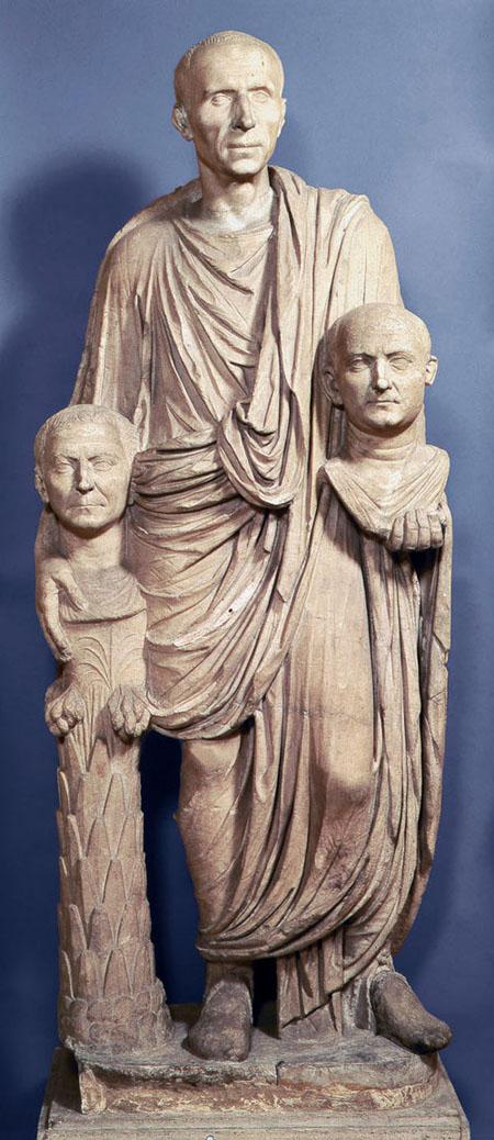 тирренами а римляне их называли тасками тк они жили по берегам Тосканского моря их столицей была Флорен.
