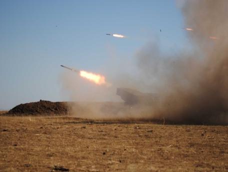 Под Керчью начались стрельбы из гаубиц и установок