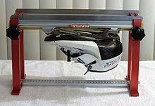 http://upload.wikimedia.org/wikipedia/commons/thumb/0/0c/Speed_skating_machine.jpg/220px-Speed_skating_machine.jpg