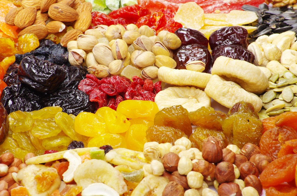 nuts-and-fruit_75599278.jpg