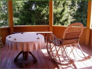 Из столовой можно попасть на просторную веранду-самое любимое в доме место П
