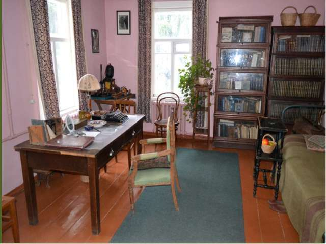 Сердцем музея считается,безусловно, кабинет М.М.Пришвина. окна его выходят на...