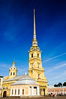 https://upload.wikimedia.org/wikipedia/commons/thumb/2/2d/Peter_and_Paul_Cathedral.jpg/640px-Peter_and_Paul_Cathedral.jpg