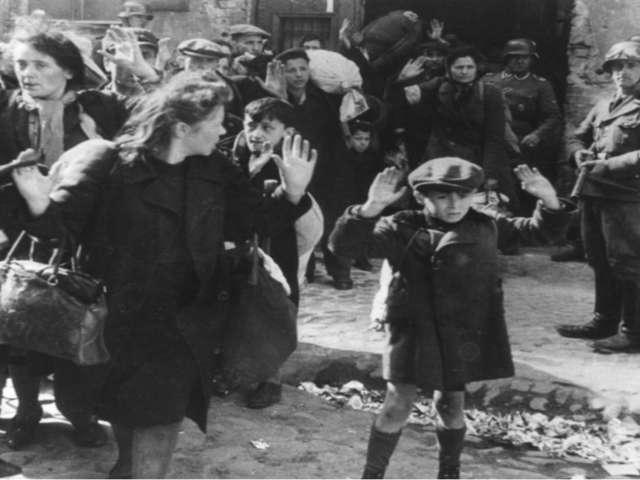Женя видела, как 23 ноября 1941 года недалеко от города, за железной дорогой...