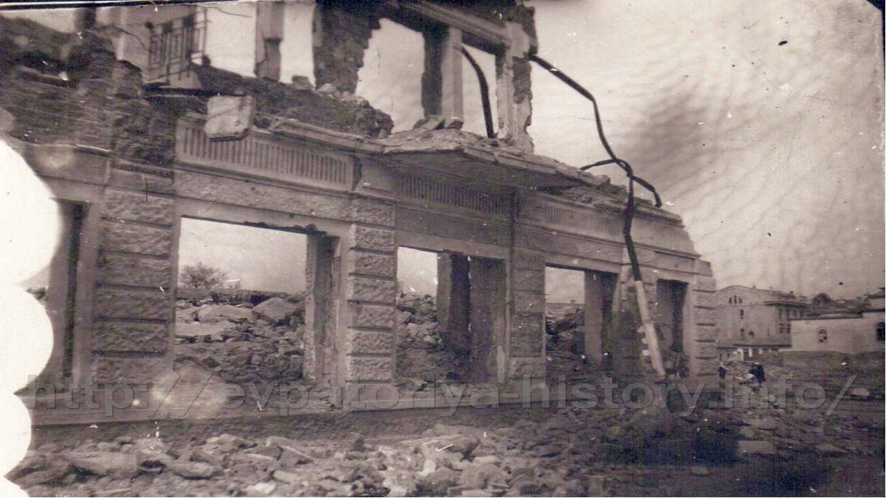 Учится в школе Жене больше не пришлось. Вся страна лежала в руинах, и 13-тил...