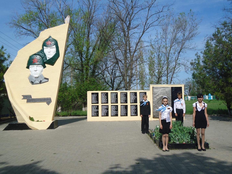 G:\Туристическая тропа\Памятник ветеранам ВОв в х. Болдыревка.JPG