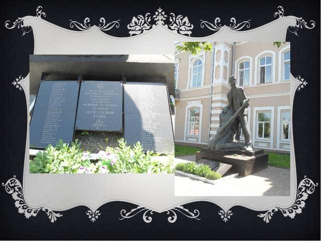 Совет музея ухаживает за памятником погибшим студентам, преподавателям и сотр...