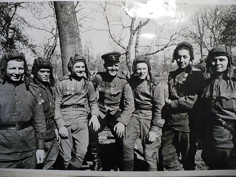 https://upload.wikimedia.org/wikipedia/commons/thumb/d/d8/V._Gintovt_and_his_comrades.jpg/800px-V._Gintovt_and_his_comrades.jpg