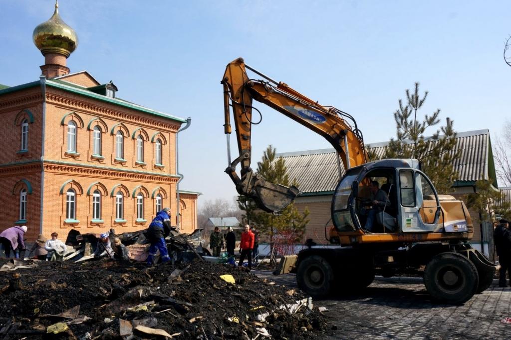 Храм Александра Невского в Хабаровске сгорел дотла, Фото с места события собственное