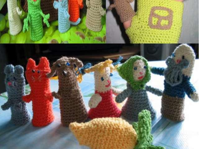 Пальчикові ляльки вив'язані гачком з різнокольорової пряжі та оздоблені бісером
