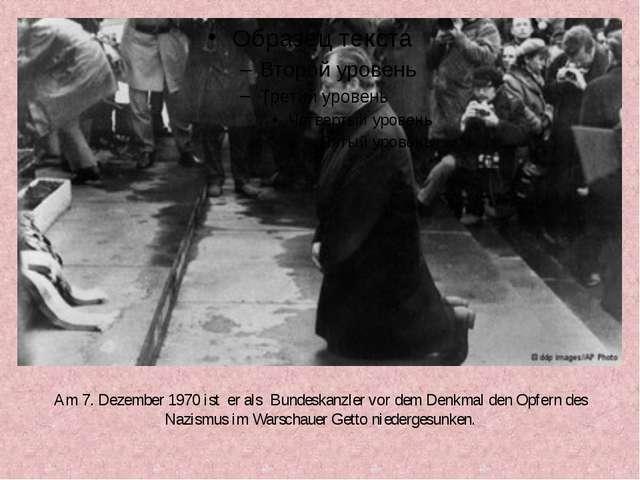Am 7. Dezember 1970 ist er als Bundeskanzler vor dem Denkmal den Opfern des N...